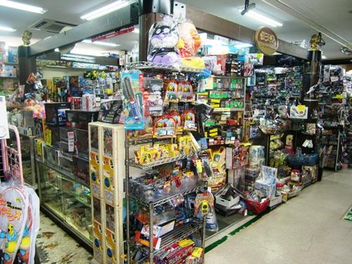 ヤチ玩具店1店頭